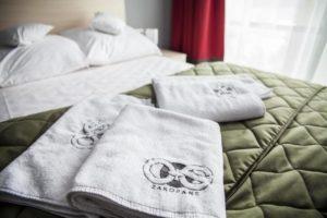 Ręczniki hotelowe białe z wszywkami Konfekcja Hotelowa Mabotex